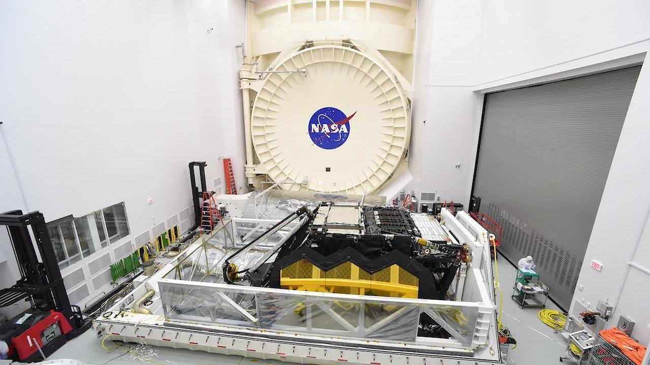 Video poster Timelapse: Webb Telescope Unloaded from STTARS at NASA's Johnson Space Center